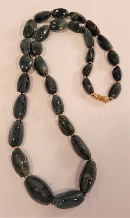 Halsband av mossagat, avlånga stenar -65 cm