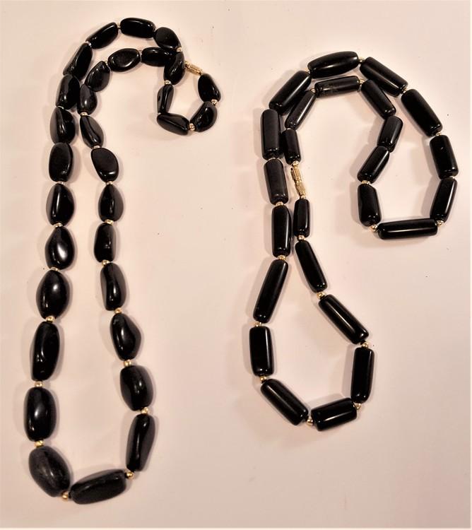 Halsband av svart Agat, rundade trekantiga stenar - 64 cm
