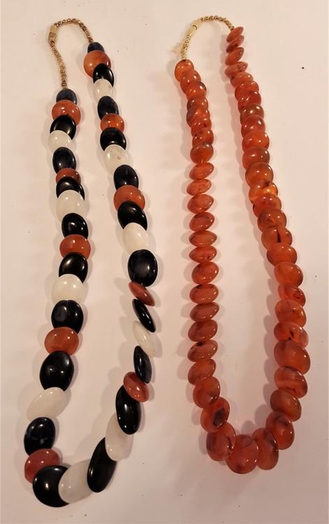 Halsband av stora röda Karneolstenar