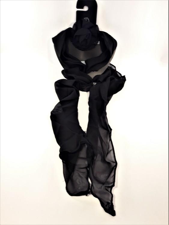 Svart scarf med löstagbar ros