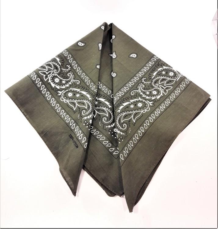 Mindre scarf med mönster, flera färger att välja mellan