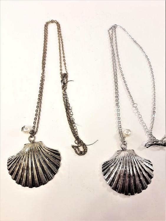 Halskedja med snäcka i metall, guld- eller silverfärg