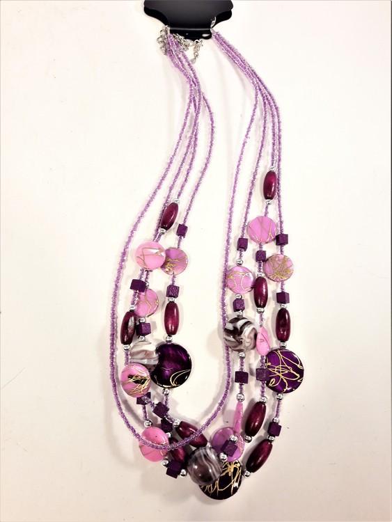 Flerradigt halsband med stenar och plattor i lila