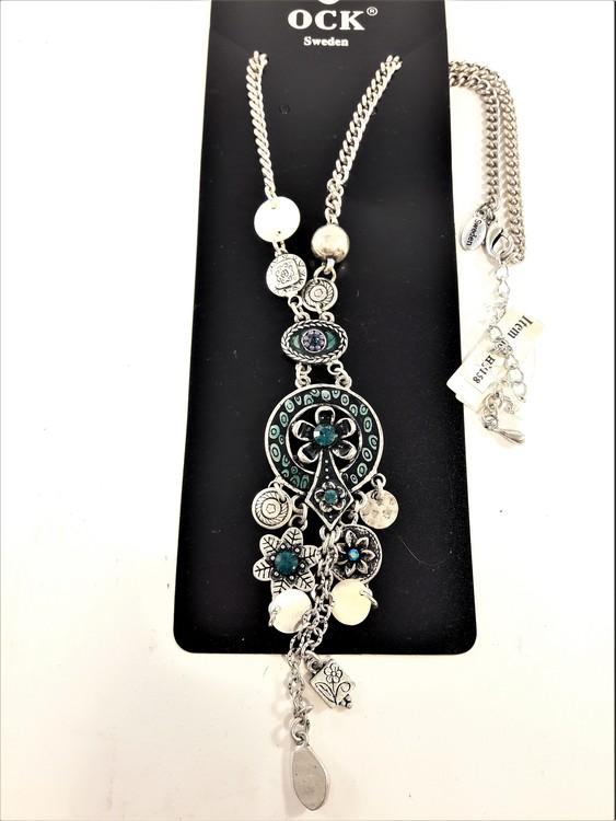 Halsband med fina silverfärgade och gröna detaljer