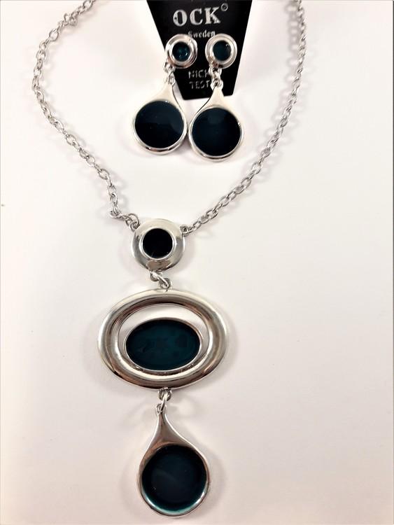Fin halskedja och matchande örhängen med silverfärgade ovaler, rhodium, med emalj och mönster av gröna hjärtan