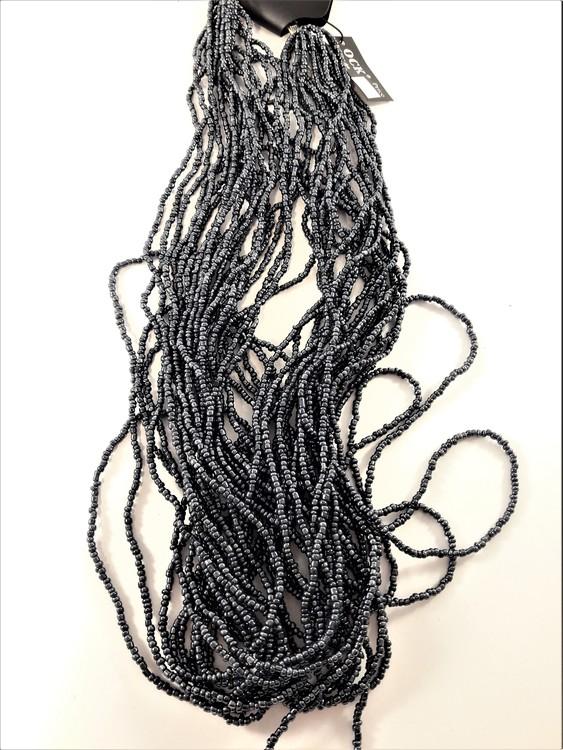 Flerradigt halsband av små pärlor, grå