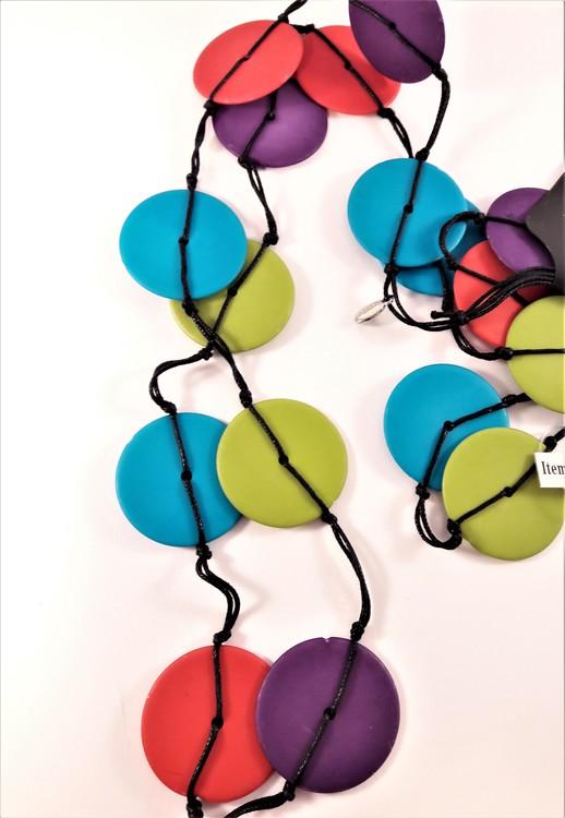 Långt halsband med stora rundlar i olika färger