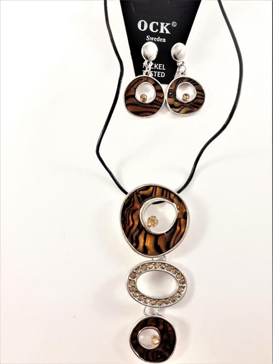 Halsband med strass och bruna detaljer samt matchande örhängen