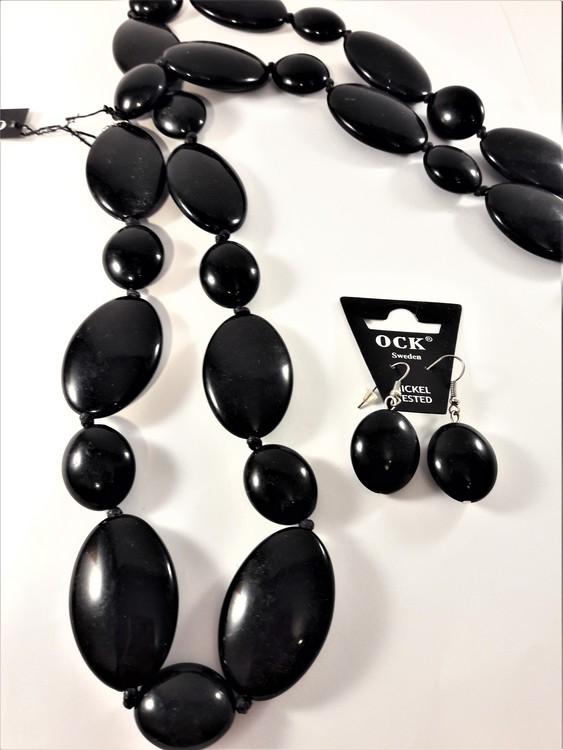 Halsband och örhänge med stora svarta polerade ovaler