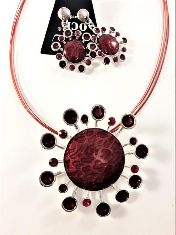 Halsband med blomhänge och stenar i rött med matchande örhängen