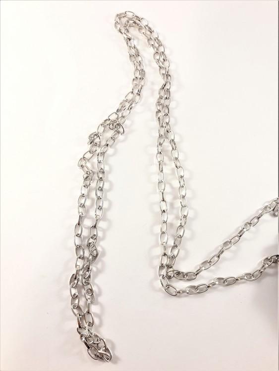 Halsband i silverfärg ca 100 cm