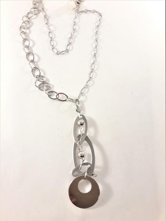 Halsband med stora ovaler och cirkelberlock i silverfärg