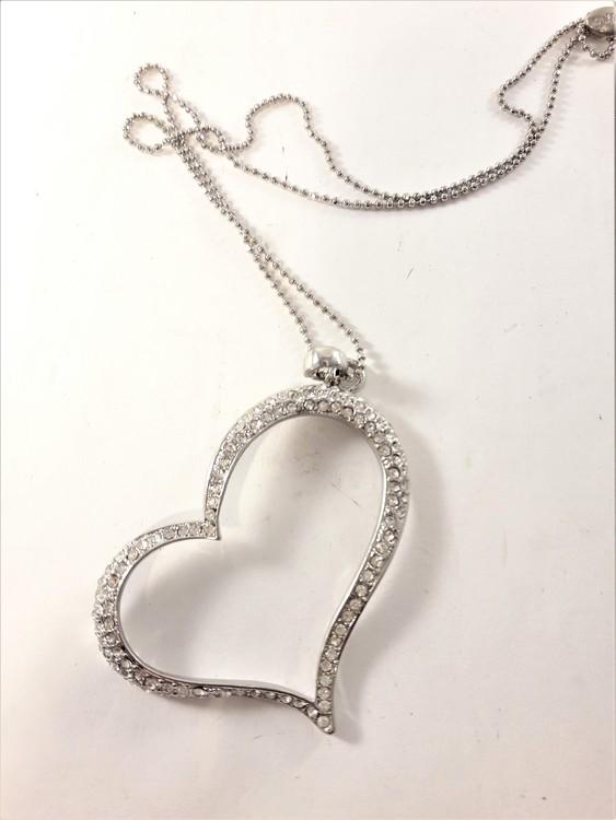 Halsband med hjärta med strass i silverfärg