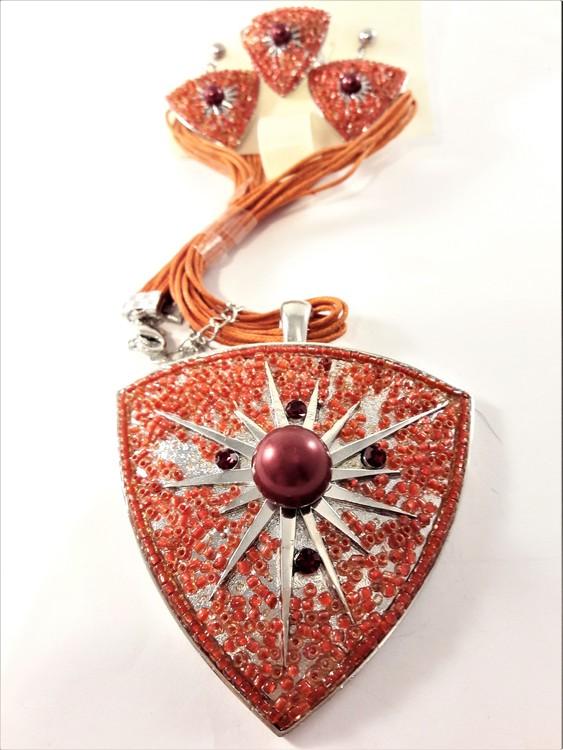 Set med halsband, ring samt matchande örhängen i rött