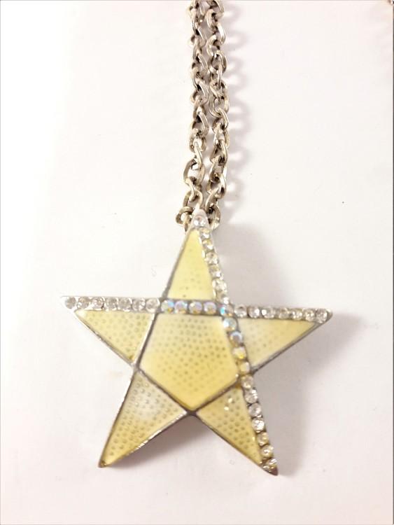 Halsband med stjärna och strass som hänge