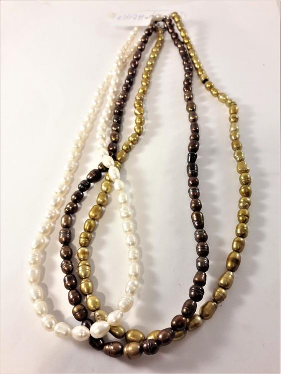 Flerradigt kort halsband med pärlor i vitt, brunt och guld