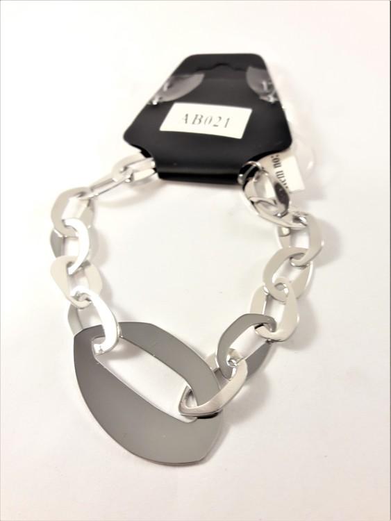 Armband med breda silverfärgade länkar