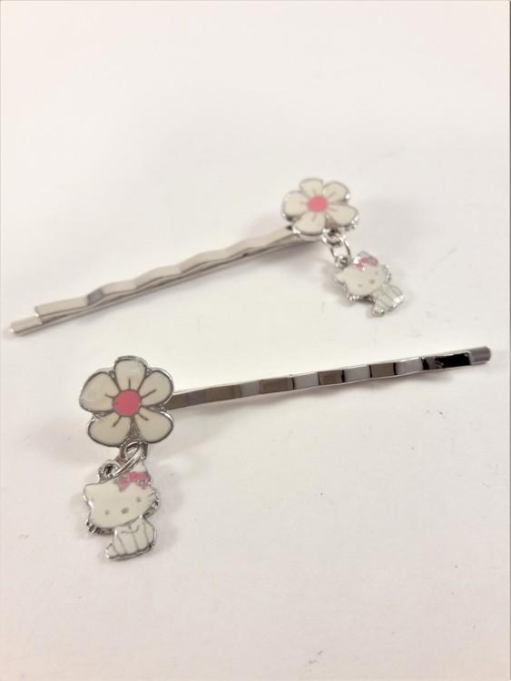 Hårklämma med blomma och Hello Kitty-berlock