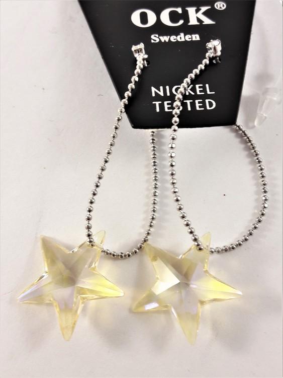 Örhängen med stjärna i kedja