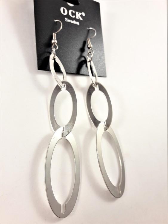 Örhängen med silverfärgade ovaler