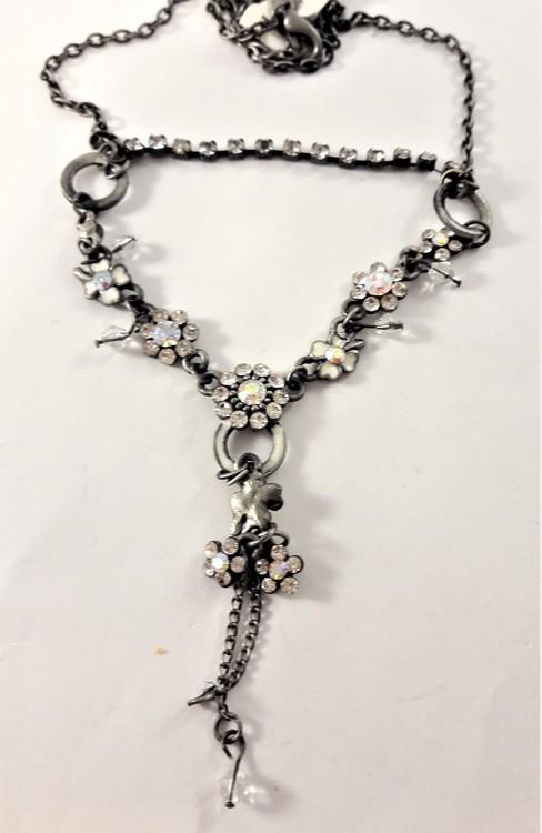 Halsband med kedja och blommor med strass, vit