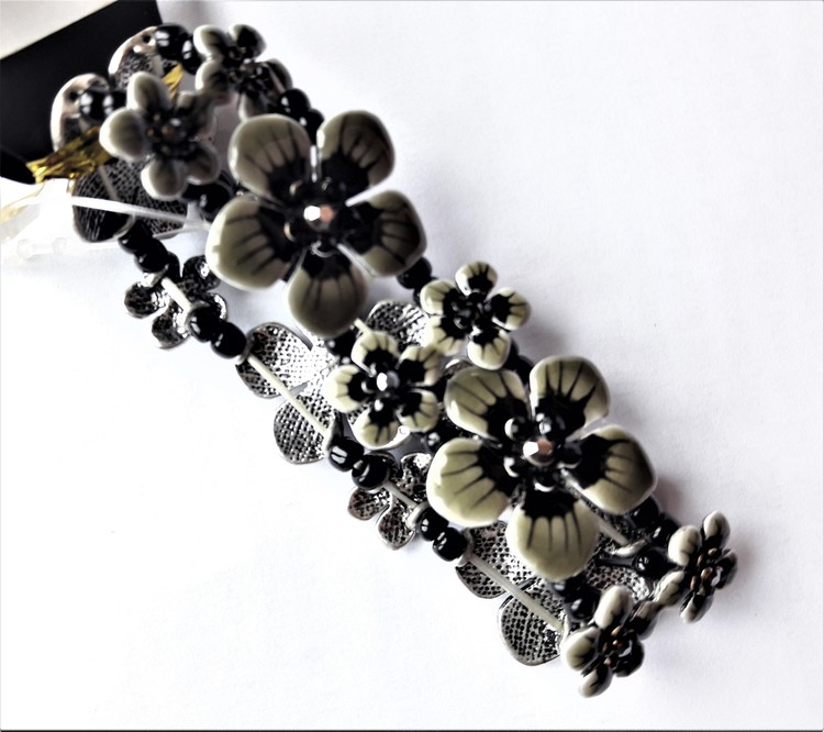Armband med Blomdetaljer Grå och Svart