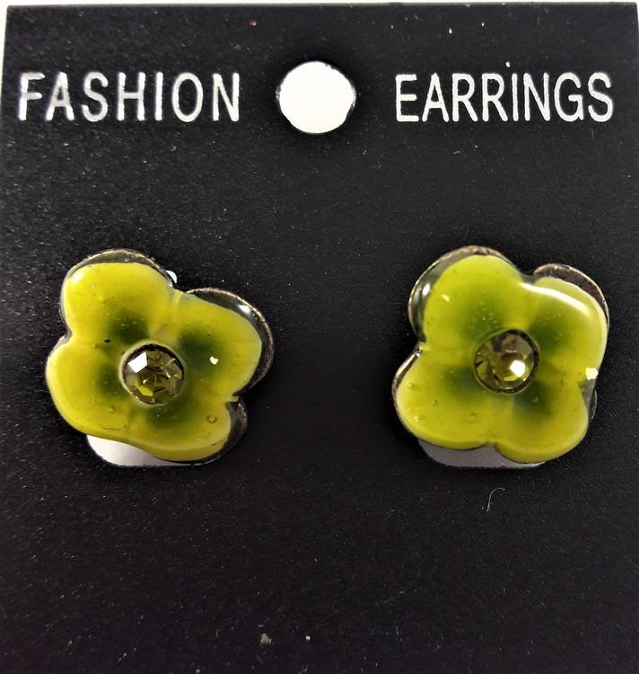 Emaljerat, ljusgrönt örhänge i form av blomma