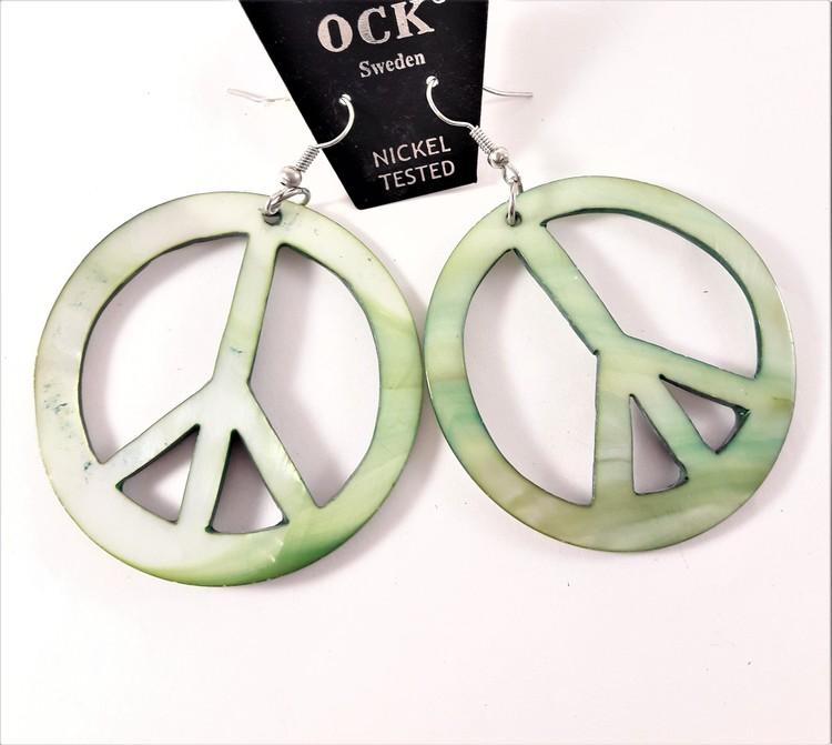 Grönt örhänge av snäckskal i form av peacemärke, stort