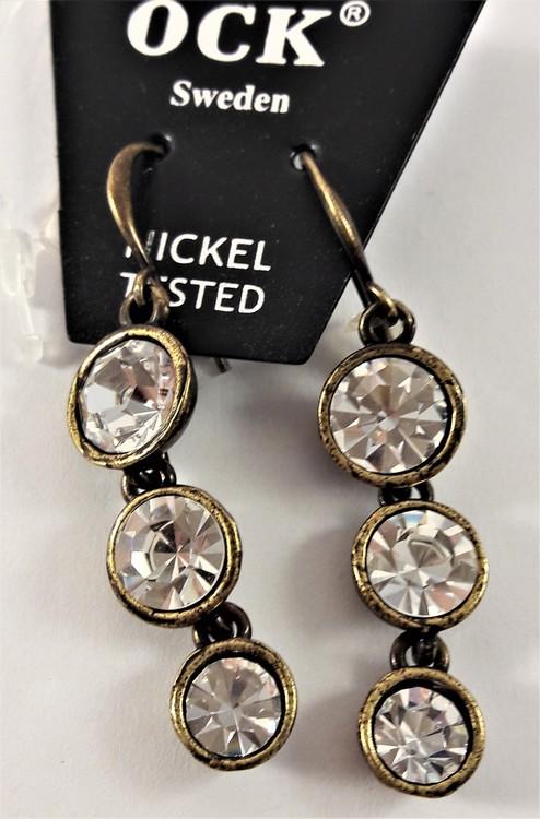 Guldfärgat örhänge, med 3 rundlar med glittrande vit kristall