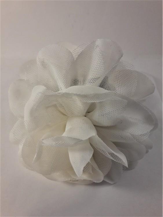 Dekorativ hårklämma med vitt tyg