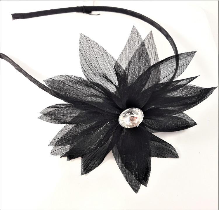 Diadem med svart blomma
