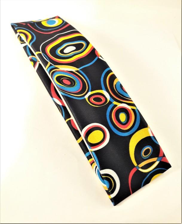Hårband i glada färger och mönster, elastiskt, svart bottenfärg