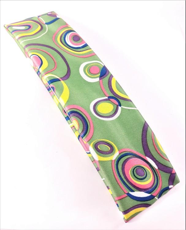 Hårband i glada färger och mönster, elastiskt, grön bottenfärg