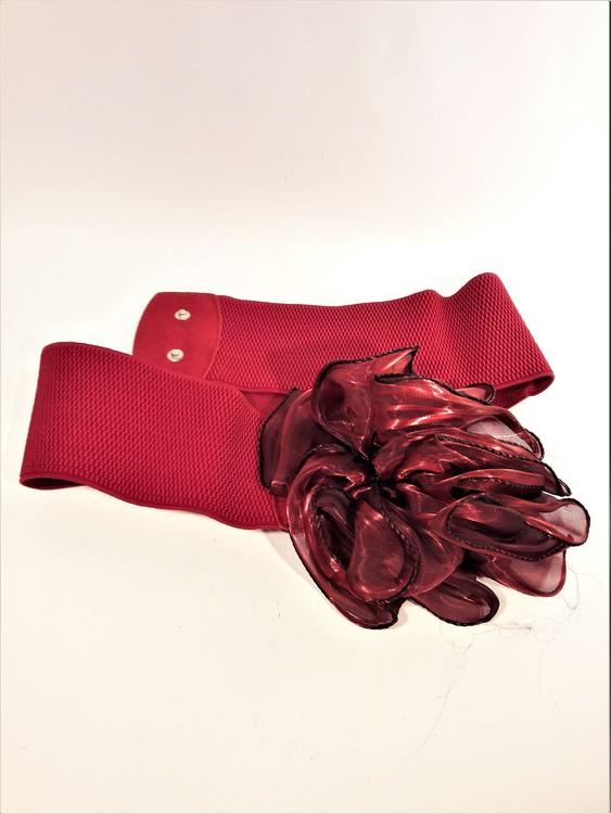 Snyggt damskärp med ros för fest eller vardag, röd