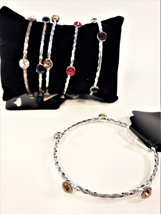 Metall Armband med Röda Stenar