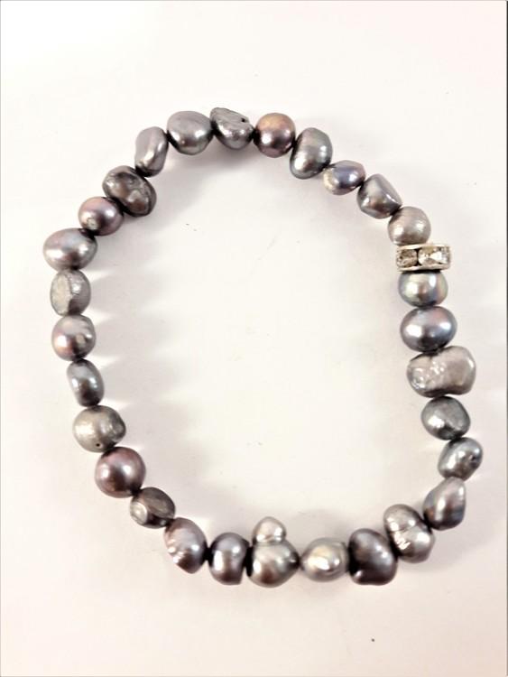 Enkelt Armband med Små Grå Pärlor och Ring med Strass