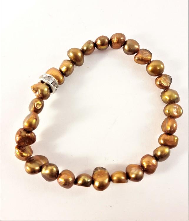 Enkelt Armband med Små Guldfärgade Pärlor och Ring med Strass