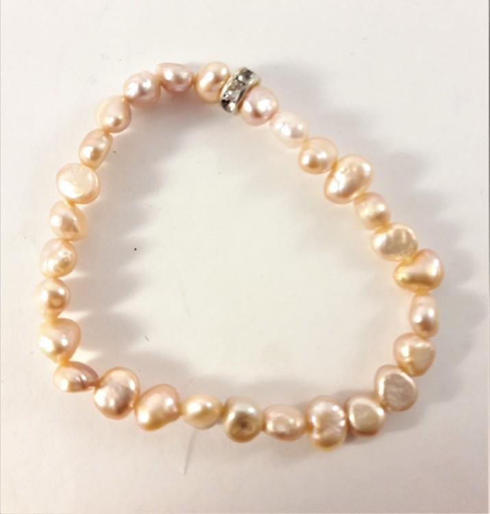 Enkelt Armband med Små Aprikosfärgade Pärlor och Ring med Strass