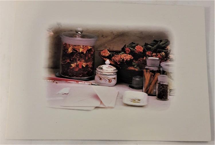 Kort/vykort med blommotiv och burkar