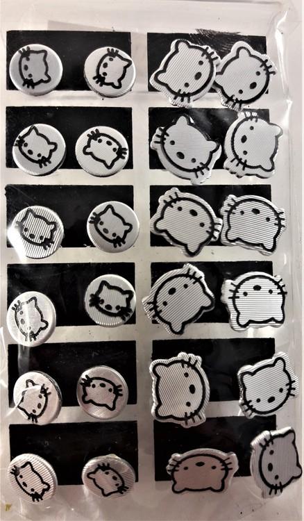 Karta med 12 par örhängen med Hello Kitty-motiv, silverfärgade
