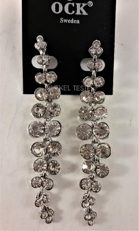 Festligt och dekorativt långt örhänge, med glittrande vit stenar