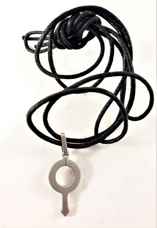 Halsband med Läderrem och Hänge Silverfärg