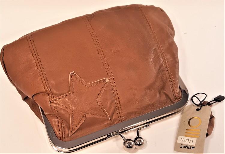 SoNize brun aftonväska i mjukt skinn.