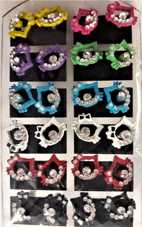 Karta med 12 par örhängen med Hello Kitty-motiv, öppna, med gnistrande strass