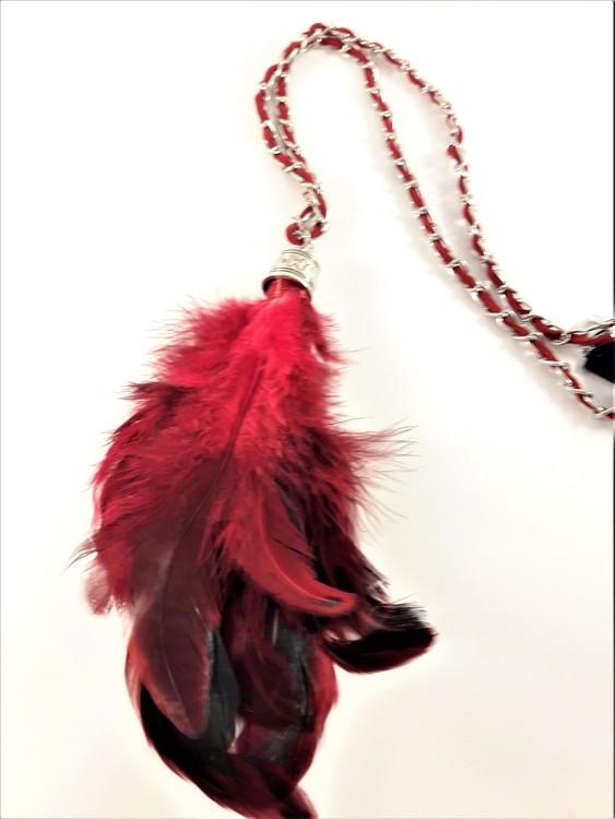 Halsband med mockarem i rött