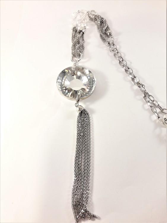 Halsband silverfärg med hänge och glittrande sten