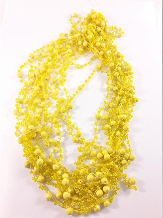 Flerradigt halsband med kulor och pärlor gul
