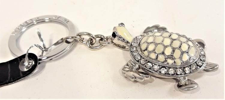 Silverfärgad nyckelring med sköldpadda, design Lisbeth Dahl