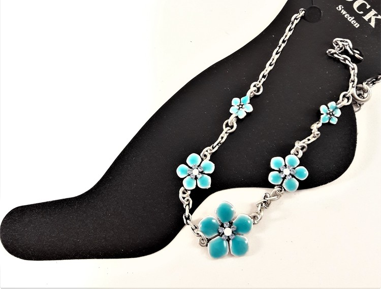Fotlänk med gnistrande stenar och fina blå blommor, silverfärgad kedja
