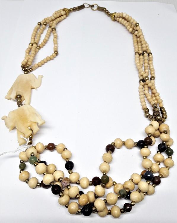 Kort, flerradigt halsband med elefanter och kulor
